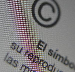 Republicar una foto de libre acceso en Internet requiere de un nuevo permiso del autor, según el TJUE